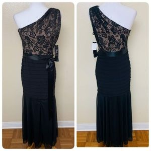 Betsy Adam Petite Lace Mermaid Gown Black $129